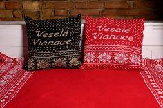 Pletený tovar pre rodinu. Obliečky na vankúše Veselé Vianoce. Throw Pillows, Toss Pillows, Cushions, Decorative Pillows, Decor Pillows, Scatter Cushions
