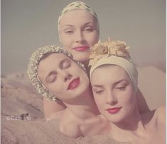1950s-Fashion---Swimming-Caps-in-Vogue