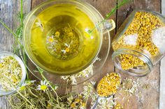 Is Chamomile Edible – Learn About Edible Chamomile Uses Traditionally, many generations have appreciated chamomile for its curative qualities, and to this day, people rely on chamomile tea to calm frazzled nerves and relax at bedtime. Headache Remedies, Home Remedies, Natural Remedies, Herbal Remedies, Chamomile Growing, Chamomile Tea, Getting Rid Of Headaches, Ard Buffet, Fatigue