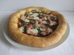 Sonkás pizza: az egyik legkedveltebb pizza. Te is elkészítheted! (40. hét, péntek) Pizza, Desserts, Food, Tailgate Desserts, Deserts, Essen, Postres, Meals, Dessert