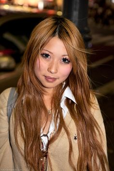 Pretty Shibuya Hair -Cute Hairstyles For Long Hair   Beautiful golden undertone accents on hair cur in medium layers.