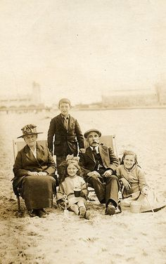 Mr and Mrs Spencer with their son Len together with Olive and Connie on the beach at Yarmouth, England. Is this really the parents? Maybe the grandparents with their grandchildren. Antique Photos, Vintage Photographs, Vintage Photos, Old Pictures, Old Photos, New York Chinatown, Vintage Photo Album, Strand, Old Portraits