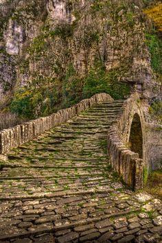 Kokorou stone bridge in Epirus / Greece (by Panos La).