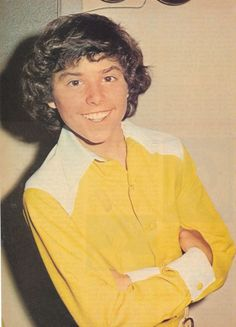 Chris Knight in a blinding yellow shirt which is probably part of the Brady 6 stage outfits Eve Plumb, Robert Reed, Maureen Mccormick, Leif Garrett, The Brady Bunch, Bay City Rollers, Carol Ann, Andy Gibb, Christopher Knight