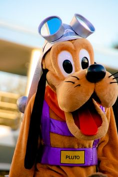 Disney Parks, Walt Disney World, Paris France, Teen Bedroom, Bedroom Decor, Disney Universal Studios, Pluto Disney, Kenny Chesney, Old Cartoons