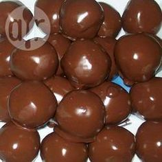 I use these for Christmas candy but you can also use this recipe for peanut butter Easter eggs and roll them into eggs instead of balls. Peanut Butter Bon Bons, Peanut Butter Bites, Butter Rice, Peanut Butter Recipes, Chocolate Treats, Chocolate Peanut Butter, Melting Chocolate, Recipe For Peanut Butter Easter Eggs, Rice Krispies