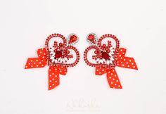 Heart earrings with bow now on etsy  #etsy #etsysellers #handmadewithlove #fashion #style #bijoux #handwork #luxury #jewelrydesign #designer #bow #etsysellersofinstagram #etsyshop