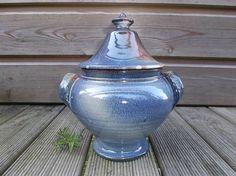 pot de cuisine bleu poterie rustique en forme de petite