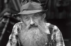 """In his book, Marvin """"Popcorn"""" Sutton, mentioned a basic moonshine recipe with a few different variations. Here's Popcorn's Famous Moonshine Recipe! Moonshine Whiskey, Moonshine Still, Moonshine Recipe, Homemade Moonshine, Beer Recipes, Alcohol Recipes, Whiskey Recipes, Homebrew Recipes, Wine And Liquor"""