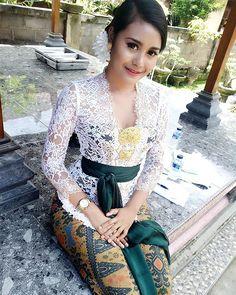 😇 Kebaya Bali, Batik Kebaya, Kebaya Dress, Kebaya Modern Hijab, Model Kebaya Modern, Bali Girls, Indonesian Girls, Muslim Fashion, Couture Dresses