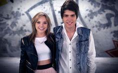 Emílio Eric e Letícia Navas (atores da novela Chiquititas) vão apresentar nesta sexta-feira (30), às 21h15, no SBT, o especial O Fenômeno Rebelde. O programa vai mostrar como a novela Rebeldemexicana e a banda RBD se tornou febre entre os brasileiros.