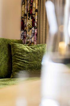 Superior Komfort in den Plattenhof Suiten & Zimmern in Lech Superior Hotel, Rooms, Throw Pillows, Bed, Double Room, Bedrooms, Toss Pillows, Coins, Stream Bed