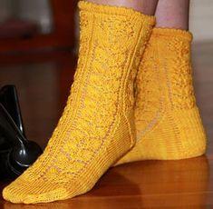 Roses sock : Winter 2013 Free Knitting, Knitting Socks, Knitting Patterns, Knit Socks, Little Cotton Rabbits, Knitting Magazine, Boot Cuffs, Stockinette, Knit Or Crochet