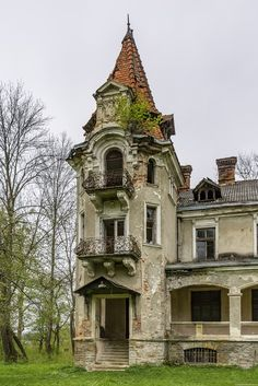 Picturesque abandoned villa in Nyzhankovychi, Ukraine