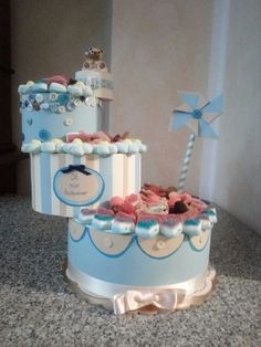 Torta di caramelle per battesimo, con girandola, bottoni e orsetto Thun 😍