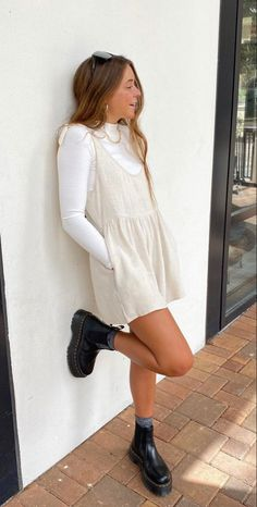 Surfergirl Style, Mode Outfits, Fashion Outfits, Mode Ootd, Look Retro, Cute Casual Outfits, Simple Edgy Outfits, Hipster School Outfits, Looks Style