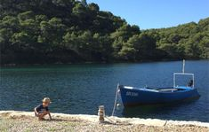 Un récit de voyage avec photos pour vous donner toutes les infos pratiques et les bons plans d'un circuit pour des vacances en Croatie de Plitvice à Dubrovnik. Dubrovnik, Road Trip, Destinations, Cheap Travel, Boat, Mljet, Outdoor Decor, Bons Plans, Camping Car