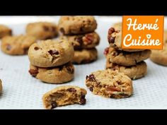 Thick and chewy almond butter cookies with oats, dried cranberries, and chocolate chips. You will love these healthy vegan cookies! Cookie Desserts, Healthy Desserts, Just Desserts, Cookie Recipes, Dessert Recipes, Healthy Eats, Almond Butter Cookies, Oatmeal Cookies, Chip Cookies
