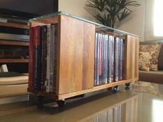 Porta DVDs em painel de eucalipto tingido