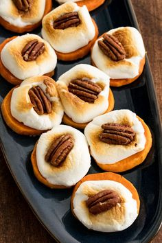 Not sure what to bring to a Thanksgiving potluck? Whether you're doing it for work with or friends, these Thanksgiving potluck ideas that are easy to make, will feed a crowd, and can be transported without much fuss. Sweet Potatoe Bites, Sweet Potato Slices, Sweet Potato Pecan, Sweet Potato Casserole, Sweet Potato Recipes, Potato Bites, Sweet Potatoe Appetizer, Sweet Potato Marshmallow, Sweet Potatoes With Marshmallows