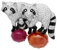 """The new jewelry collection by Van Cleef & Arpels is an exciting translation of one of the founding stories: """"'Arche de Noé"""" filled with whimsical animal creatures Van Cleef Arpels, Van Cleef And Arpels Jewelry, High Jewelry, Jewelry Art, Jewelry Design, Jewelry Drawing, Opal Jewelry, Elephant Jewelry, Animal Jewelry"""