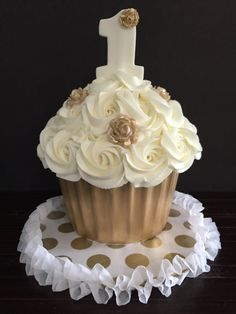 White and gold smash cake