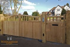 Oak driveway electric gates in Odiham At the moment, the small front garden. Wooden Garden Gate, Wooden Gates, Front Gates, Front Yard Fence, Drive Gates, Diy Privacy Fence, Small Front Gardens, Driveway Gate, Driveway Design