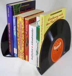 """2 Stück Buchstützen aus 10"""" Schallplatte von VinylKunst Aurum - Schallplatten Upcycling der besonderen ART auf DaWanda.com"""