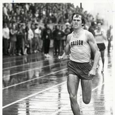 Black and white photo of University of Oregon distance runner Steve Bence with the lead during a race in the rain in 1972. ©University of Oregon Libraries - Special Collections and University Archives