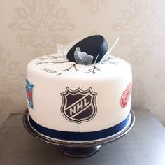 7 Groom's Cakes That'll Score Big With NHL Fans
