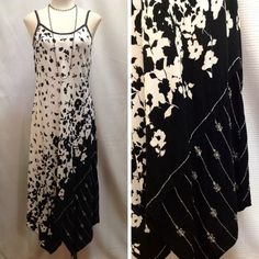 Feel that sunshine on your shoulders in this carefree and classy shift dress! - Krista Lee - Black and white floral print shift dress #Casanovasdownfall #FashionInspo #Sundress