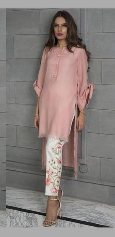 Like the look of this outfit. Love the pants the top it has sleeves and looks fash forward(baad buttons and printed pj) Pakistani Dresses Casual, Casual Dresses, Casual Outfits, Asian Fashion, Hijab Fashion, Fashion Dresses, Kurta Designs, Blouse Designs, Estilo Hippie