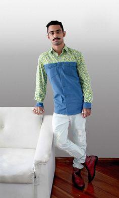 Camisa Manga Longa Onça & Jeans  -Frente de botão com gola dobrada. -Punhos com botão. -Estampa integral de camuflagem tonal. -Composição 100% algodão