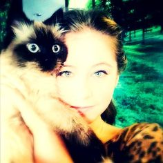Yulia Lipnitskaya with an adorable fluffy companion ^_^