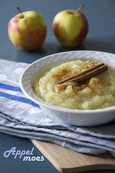 Zo maak je zelf appelmoes. Niet moeilijk, wel lekker.. Appelmoes.