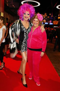 Pin for Later: Beim Deutschen Comedypreis 2015 ging es nicht nur lustig – sondern auch ganz schön emotional zu Cindy aus Marzahn und Olivia Jones