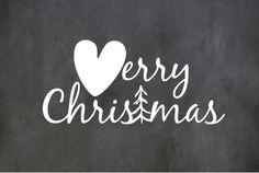 Hippe enkele kerstkaart met het hippe krijtbord als ondergrond. Met grafische tekst merry christmas met hart en kerstboom! Gratis verzending in Nederland en België.