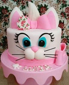 Want to bake an Easter Cake? Bake a cute & traditional Bunny Cake this Easter. Make your Easter brunch special with these festive Easter Bunny Cake Recipes. Deco Cupcake, Cupcake Cakes, Decors Pate A Sucre, Easter Bunny Cake, Rabbit Cake, Animal Cakes, Disney Cakes, Just Cakes, Birthday Cake Girls