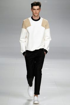 See all the Collection photos from Iceberg Spring/Summer 2014 Menswear now on British Vogue Fashion Week, Look Fashion, Fashion Show, Mens Fashion, Fashion Design, Fashion Trends, Milan Fashion, Runway Fashion, Men Street