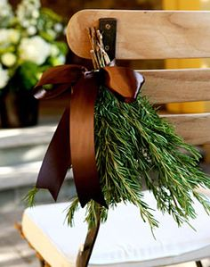 Make these bundles from the rosemary bush I have, and drop them off on people's front doors with a Christmas card. Make it a new tradition on starting the season with your kids for your close friends.
