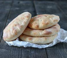 PITA Hot Dog Buns, Bread Recipes, Food To Make, Hamburger, Health Fitness, Sweets, Baking, Desserts, Bakken