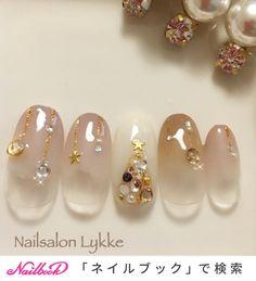 大人っぽいグラデーションクリスマスネイル🎄|ネイルデザインを探すならネイル数No.1のネイルブック Xmas Nail Art, Xmas Nails, New Year's Nails, Cute Nail Art, Love Nails, Christmas Nails, Gorgeous Nails, Pretty Nails, Japan Nail Art