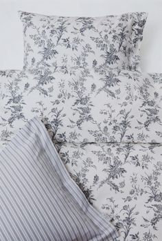IKEA Alvine Kvist black and white floral double bed sheets/duvet. Want/must/need!