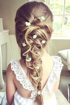 Chouette idée de coiffure pour une petite demoiselle d'honneur