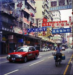 Around MongKok street cycle by Patrick De Talance on 500px