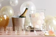 We know that it is getting close to the end of the year and 2015 has been fun. So, we thought that some DIY ideas for the New Years Eve parties would be great. Check these tips out and don't forget to send our invite :)