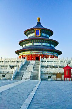 The Temple of Heaven (Chinese: 天坛; Manchu: Abkai mukdehun) is an imperial complex of religious buildings situated in the southeastern part of central Beijing. Places Around The World, Travel Around The World, Around The Worlds, Beijing China, Nepal, Places To Travel, Places To Go, Vietnam, Temple Of Heaven