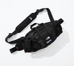 Pourquoi on va tous vouloir la collab cuir Supreme x The North Face ? Streetwear, Sling Backpack, Work Hard, Supreme, Gym Bag, The North Face, Backpacks, Outfit, How To Wear