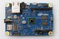 Generalni direktor tvrtke Intel Corporation Brian Krzanich predstavio je ugovor o suradnji s tvrtkom Arduino LLC, davateljem vodeće hardverske platforme otvorenog koda u zajednici stvaratelja i obrazovanja. Krzanich je predstavio i okruženje Intel Galileo, prvi proizvod u novoj liniji razvojnih okruženja kompatibilnih s Arduinom i opremljenih Intelovom arhitekturom.