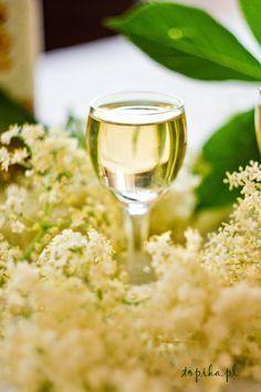 Nalewka z kwiatów czarnego bzu - Topika Aperol Drinks, Alcoholic Drinks, Magic Recipe, Irish Cream, Cordial, Edible Flowers, White Wine, Smoothies, Food And Drink